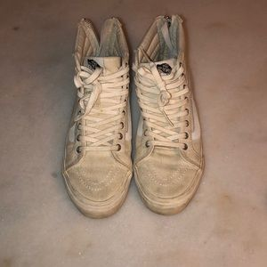 Vans Sk8 Hi distressed white zip back size 7.5